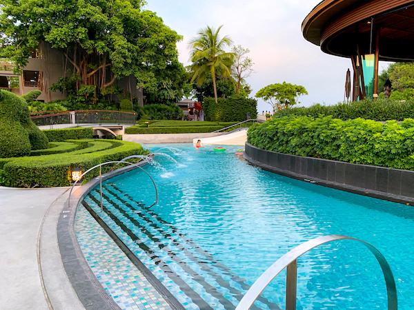 ホアヒン マリオット リゾート アンド スパ(Hua Hin Marriott Resort and Spa)の水路プール1