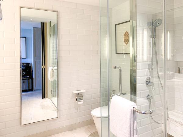 ホアヒン マリオット リゾート アンド スパ(Hua Hin Marriott Resort and Spa)のシャワールーム1