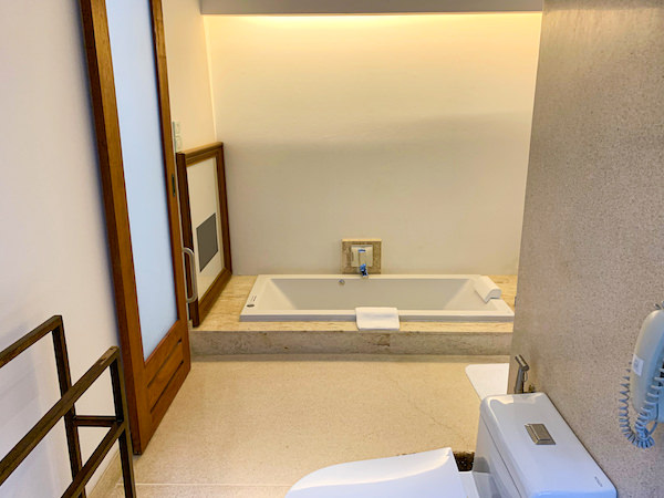 レッツ シー フアヒン アルフレスコ リゾート(Let's Sea Hua Hin Al Fresco Resort)のジャグジー風呂1