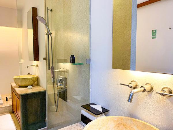 レッツ シー フアヒン アルフレスコ リゾート(Let's Sea Hua Hin Al Fresco Resort)のシャワーブース
