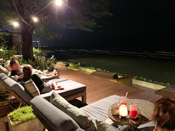 レッツ シー フアヒン アルフレスコ リゾート(Let's Sea Hua Hin Al Fresco Resort)のビーチフロントレストラン2