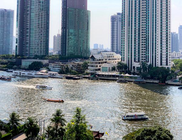 マンダリン オリエンタル バンコク(Mandarin Oriental Bangkok)のバルコニーから見えるチャオプラヤー川
