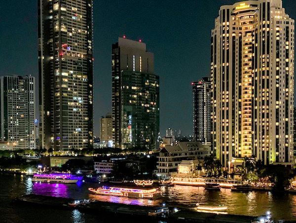 マンダリン オリエンタル バンコク(Mandarin Oriental Bangkok)のバルコニーから見える夜景