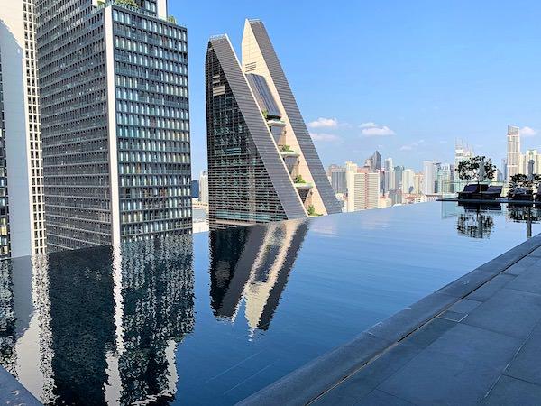 ジ オークラ プレステージ バンコク(The Okura Prestige Bangkok)のプール1