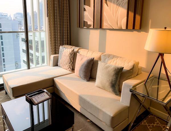 137 ピラーズ レジデンシズ バンコク(137 Pillars Residences Bangkok)のソファー