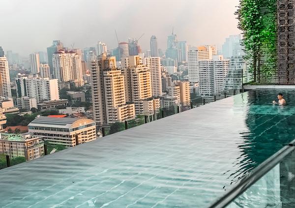 137 ピラーズ レジデンシズ バンコク(137 Pillars Residences Bangkok)のインフィニティプール3