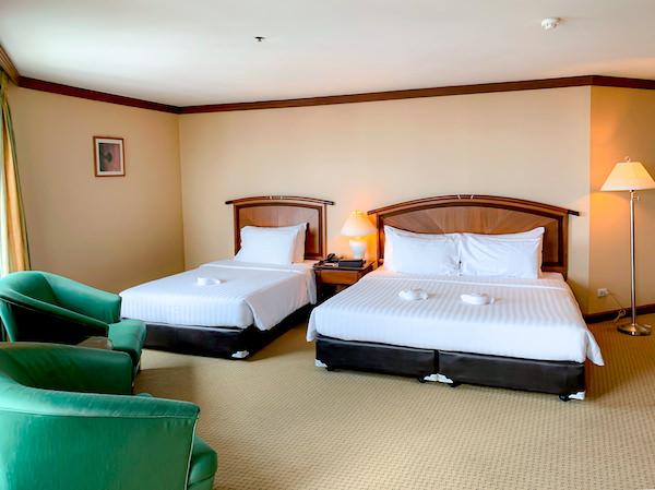 バイヨークスカイホテル(Baiyoke Sky Hotel)客室のダブルベッドとエキストラベッド