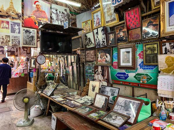 クローンラットマヨム水上マーケットで売られているプミポン国王の肖像画