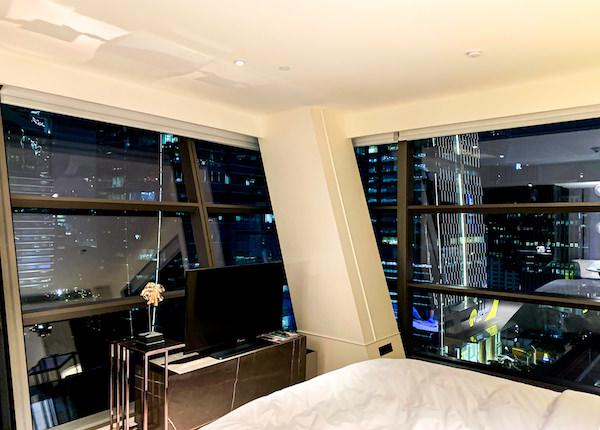 ローズウッド バンコク(Rosewood Bangkok)の客室から見える夜景1