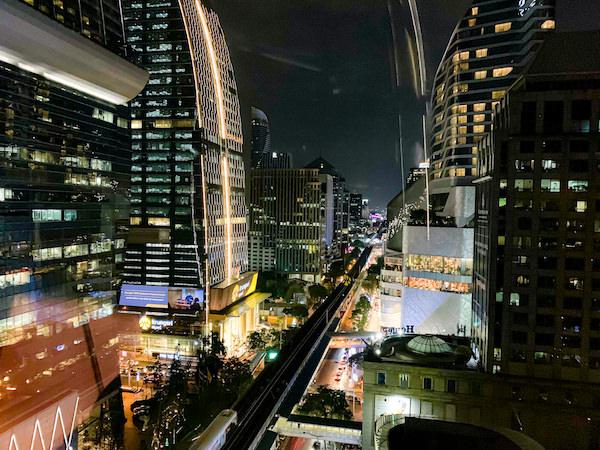 ローズウッド バンコク(Rosewood Bangkok)の客室から見える夜景2