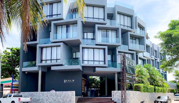 カルム バーンセーン ホテル(Kalm Bangsaen Hotel)の外観