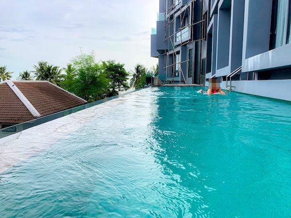 カルム バーンセーン ホテル(Kalm Bangsaen Hotel)のプール1