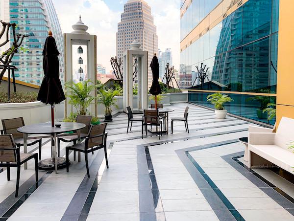 グランデセンターポイントホテルターミナル21(Grande Centre Point Hotel Terminal 21)のFフロアにある喫煙所