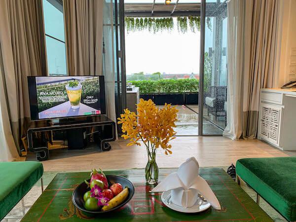 リヴァ アルン バンコク (Riva Arun Bangkok)の客室リビングルーム