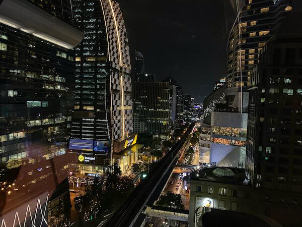 ローズウッド バンコク(Rosewood Bangkok)の客室から見える夜景