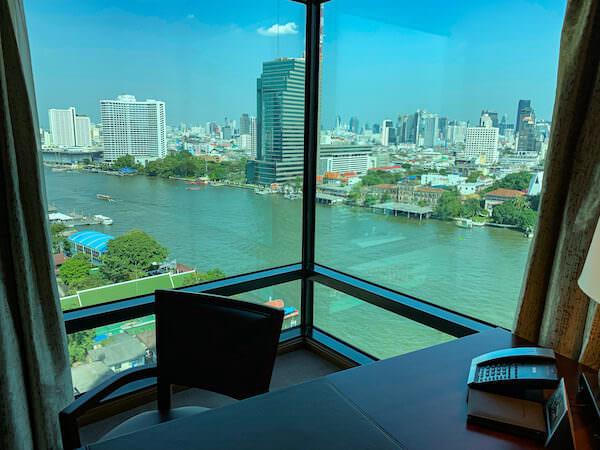 ザ ペニンシュラ バンコク(The Peninsula Bangkok)の客室から見えるチャオプラヤー川