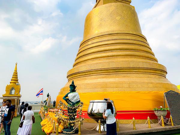 ワットサケット頂上の仏塔
