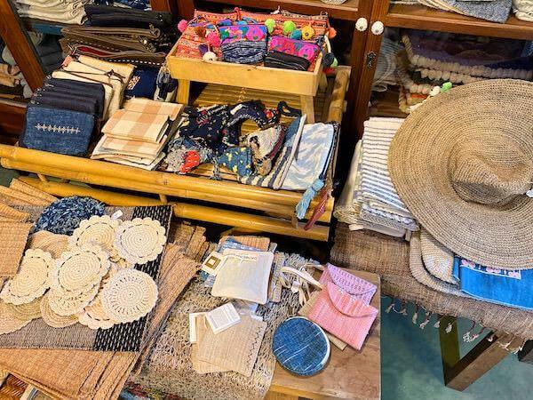 バーンカーンワット(Baan Khang Wat)の雑貨店で売られている物