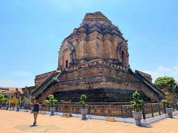 ワット チェディ ルアン(Wat Chedi Luang)の仏塔1