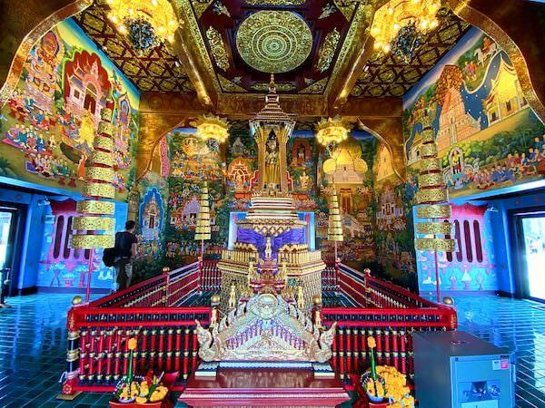 ワット チェディ ルアン(Wat Chedi Luang)の仏堂内
