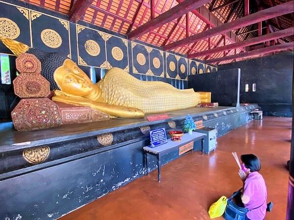 ワット チェディ ルアン(Wat Chedi Luang)の涅槃仏