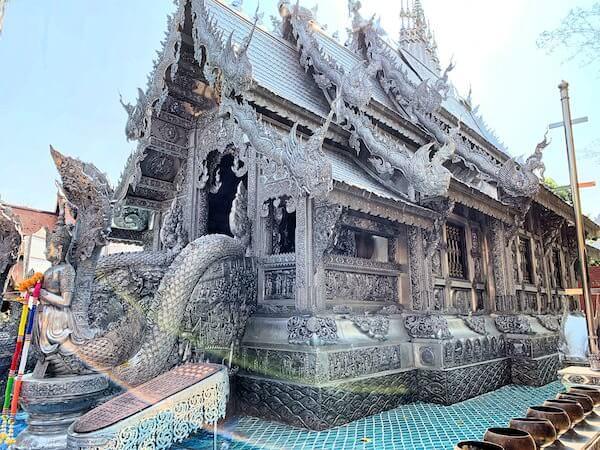 【銀の寺】ワット・シー・スパン(Wat Sri Suphan)の外観