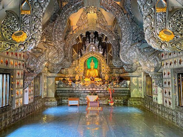【銀の寺】ワット・シー・スパン(Wat Sri Suphan)の仏堂内