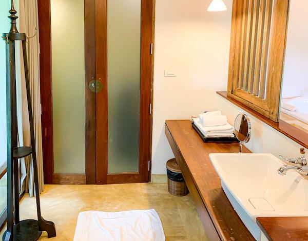 バーン ティエ ワン ホテル(Baan Tye Wang Hotel)の洗面台