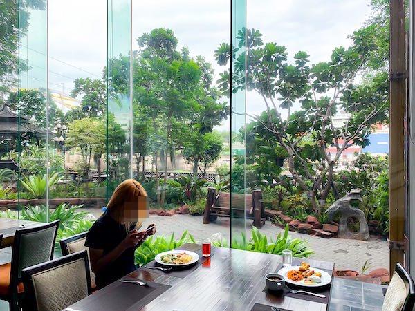 クルンシリ リバー ホテル(Krungsri River Hotel)の朝食会場