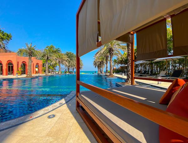 マラケシュホアヒン リゾート アンド スパ(Marrakesh Hua Hin Resort and Spa)のインフィニティプール1