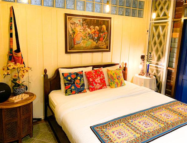 プタール レジデンス(Phuttal Residence)のアンティーク家具