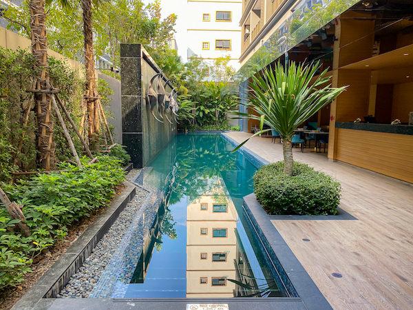 メイヴン スタイリッシュ ホテル ホアヒン(Maven Stylish Hotel Hua Hin)のプール