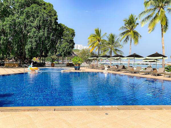 サイアムベイショアリゾートパタヤ(Siam Bayshore Resort Pattaya)のオーシャンビュープール1