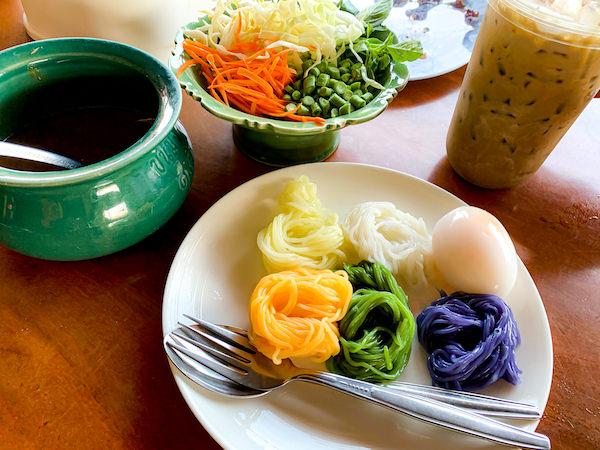 カノムチーン・バンナーで食べた5色のカノムチーン・ナムヤー