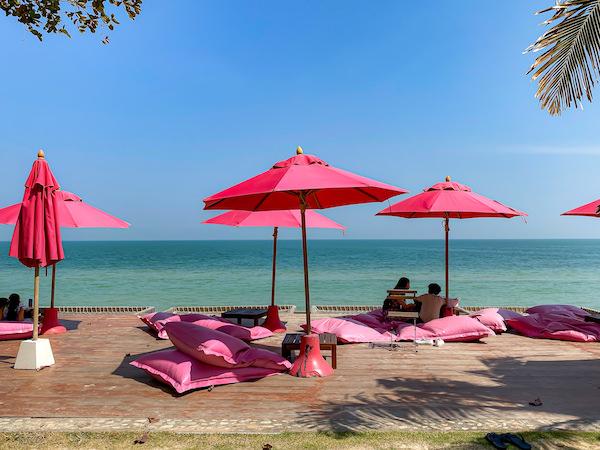 トップ・シークレット・ビーチ・カフェ(Top Seacret Beach Cafe)のソファー席