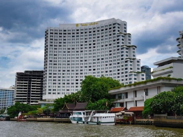 チャオプラヤー川から見たシャングリラ ホテル バンコク (Shangri-La Hotel, Bangkok)の外観