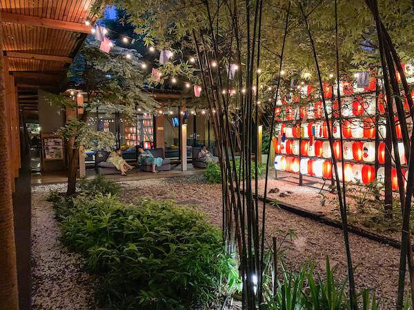 湯の森温泉の中庭