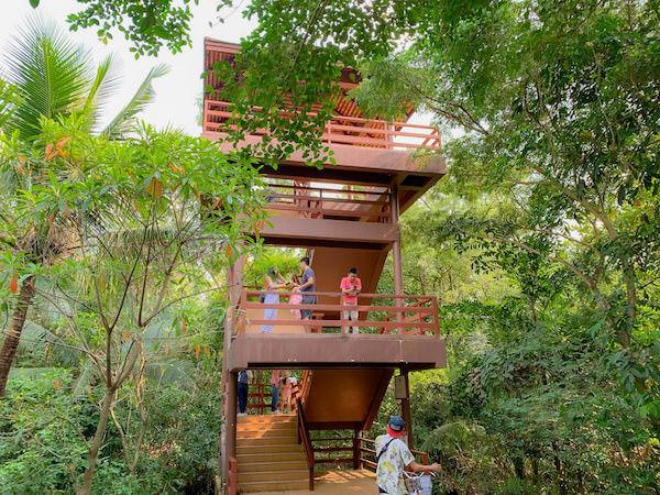 バーンガジャオのシーナコン クエンカン公園にあるバードウォッチング塔