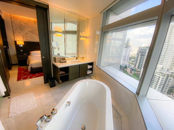 バンコク マリオットホテル スクンビット(Bangkok Marriott Hotel Sukhumvit)の客室バスルーム