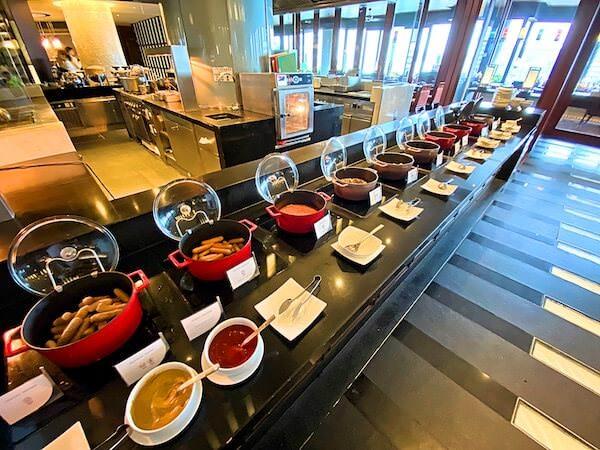 クラウンプラザ バンコク ルンピニ パーク(Crowne Plaza Bangkok Lumpini Park)の朝食ビュッフェ1