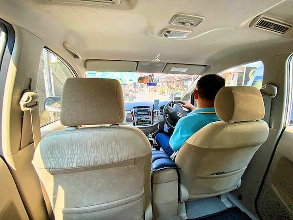 配車したグラブ(Grab)タクシーの車内