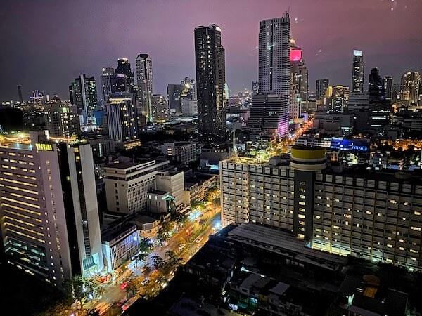 プルマン バンコク ホテル G(Pullman Bangkok Hotel G)の客室から見える夜景
