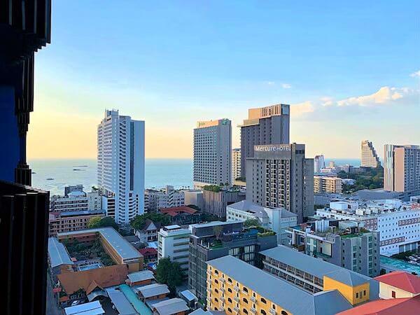サイアム アット サイアム デザイン ホテル パタヤ(Siam @ Siam Design Hotel Pattaya)のバルコニーから見える景色