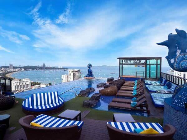 サイアム アット サイアム デザイン ホテル パタヤ(Siam @ Siam Design Hotel Pattaya)の屋上プール