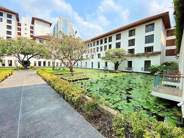 ザ スコータイ バンコク(The Sukhothai Bangkok)の中庭にある蓮池2