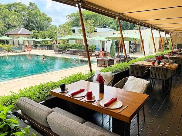 ザ スコータイ バンコク(The Sukhothai Bangkok)のプールサイドバー