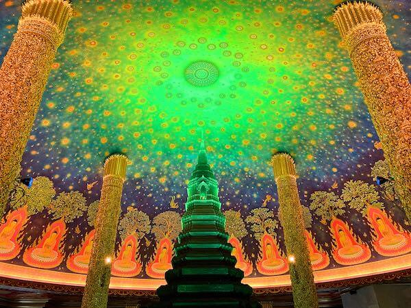 ワットパクナム大仏塔5階の仏殿図1