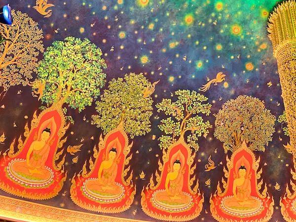 ワットパクナム大仏塔5階の仏殿図2
