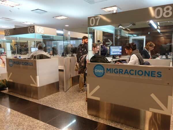 空港の出入国管理所