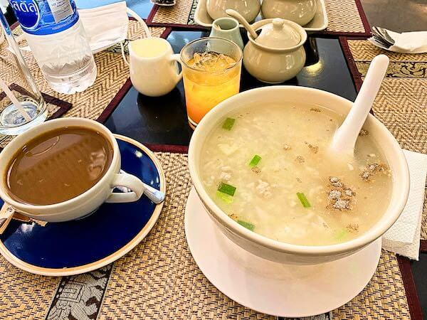 KV マンション(KV Mansion)1階のレストランで食べた朝食